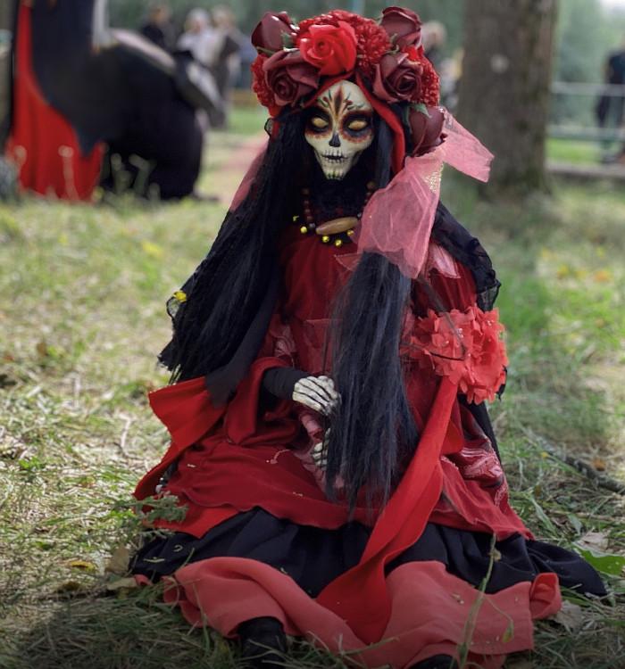 Одинокую кукла на съемках 22 сезона Битвы экстрасенсов